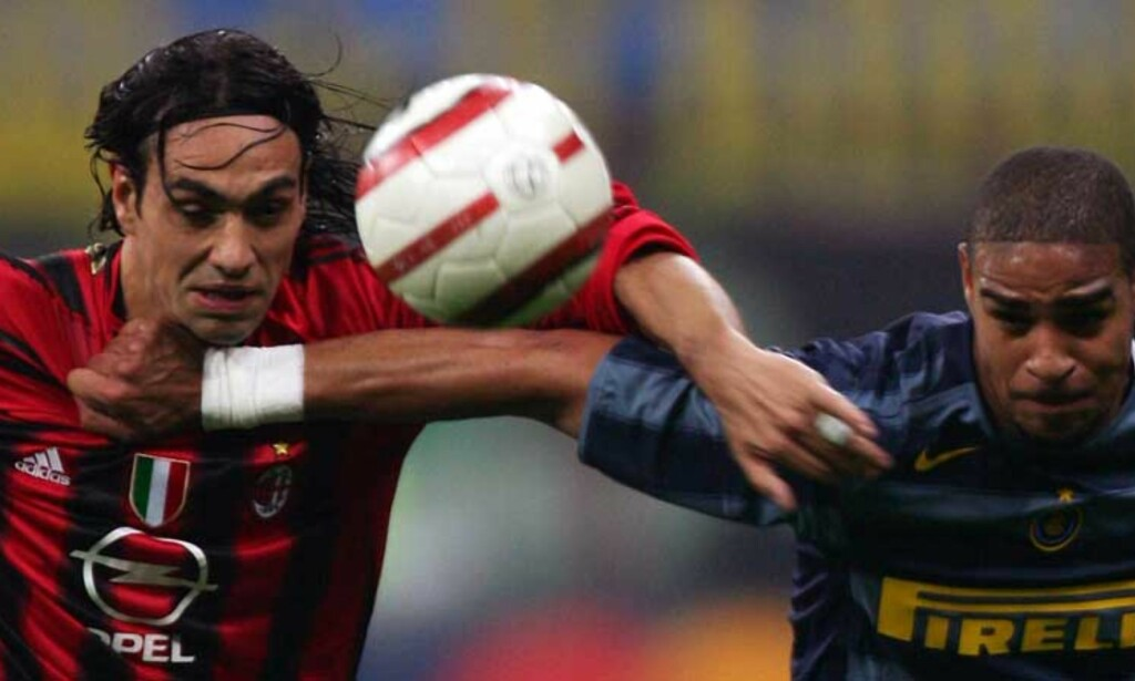 BEST: Mange mener AC Milans Alessandro Nesta (t.h.) er verdens beste midtstopper. Nå har han meldt forfall mot Norge. Her i duell mot Adriano i lokaloppgjøret mot Inter 12.april. Retuers