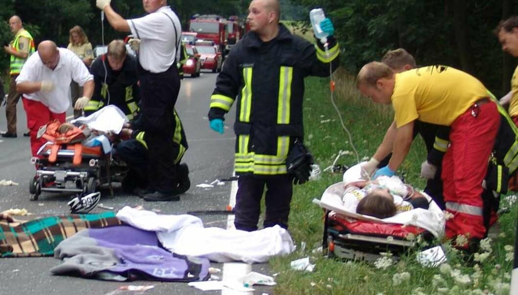<strong><b> TRAGEDIE:</strong> </b> Ulykken skjedde da en bilist som øvelseskjørte, braste inn i syklistene. Foto: Karsten Schoss/AP/Scanpix