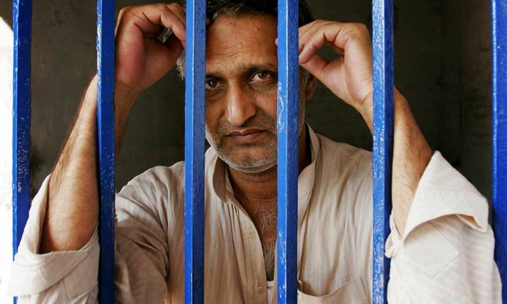 FENGSLET: Faren til Rahila, Azhar Iqbal, i arresten i Mandi-Bahaudi i Pakistan under tøffe forhold. Han ble etterhvert overført til arresten. FOTO: SVEINUNG UDDU YSTAD
