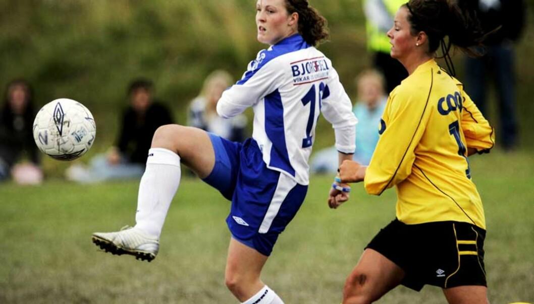 <strong><b> EM-HELT:</strong> </b> Isabell Herlovsen (i blå-hvitt) scoret ett mål for Kolbotn i går, men var misfornøyd med sin egen innsats. -  Jeg har mer å gå på, sier hun. Foto: Torbjørn Grønning