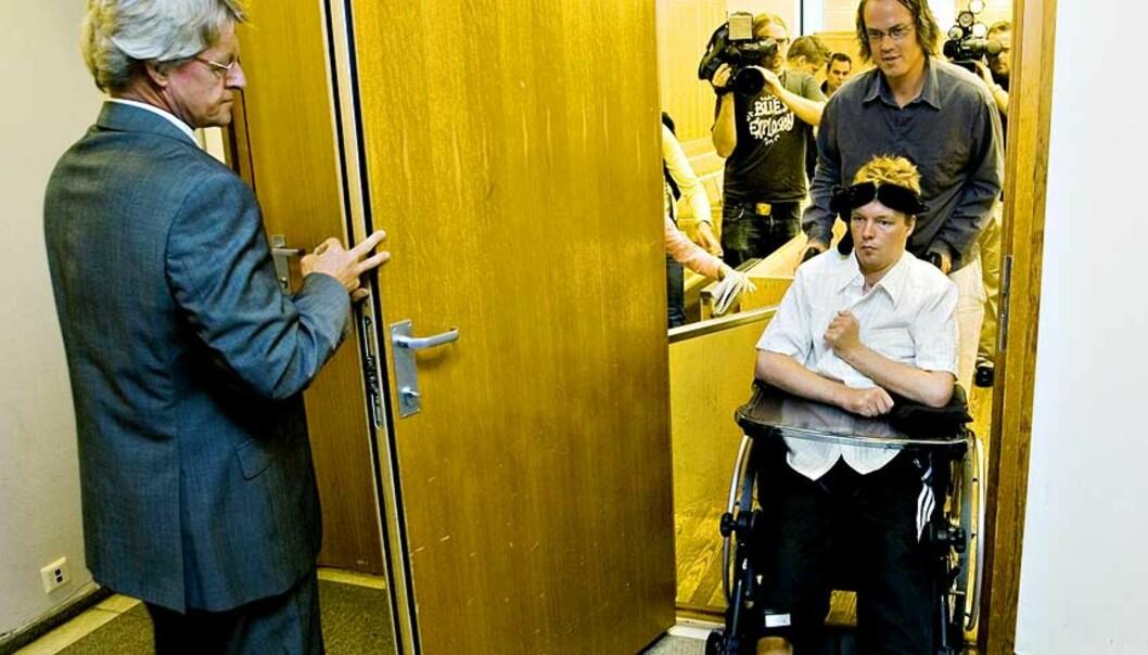 <strong><b>INVALID:</strong></b> Slik er Kjetil Rusviks nye liv: Etter overfallet på bussen sitter han i rullestol og er pleietrengende. Foto: BJØRN LANGSEM