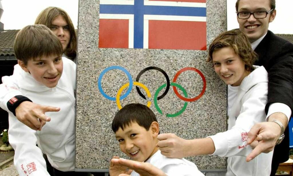 LANDSLAGET:  Disse skal representere Norge i VM: Fra venstre Vytautas Hermansen (12), Stian Berg Gjermstad (17), Simen Wang (9), Sigurd Kurdøl (15) og spillende trener Geir Arne Brevik (25). Foto: Tore Bergsaker Foto: Tore Bergsaker