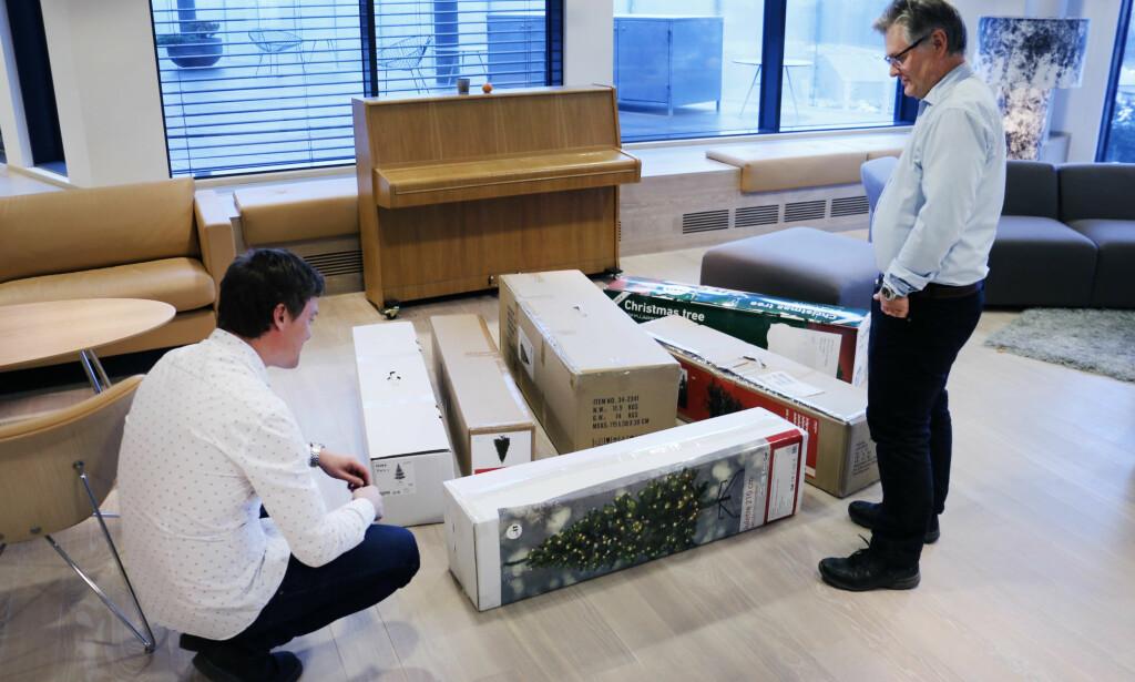 I ESKE: Disse er lettere å få med seg hjem enn tradisjonelle juletrær. Samtidig er de greie å montere, men IKEA-treet er aller enklest. Foto: Ole Petter Baugerød Stokke
