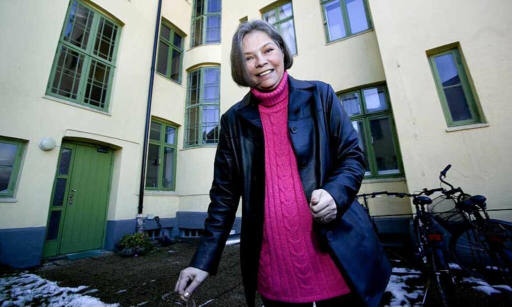 VANT I RETTEN:  Nå kan leietaker Ann-Kristin Johansson feire med en bedre middag. Foto: Henning Lillegård