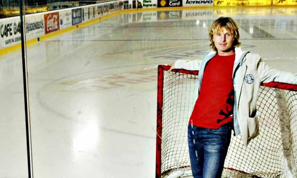 PÅ TJUKK IS:  Jordal Amfi har en helt sentral plass i Espen «Shampo» Knutsens liv. Her opplevde han store stunder med VIF, og her lurte han seg til istid da han på ungdomsskolen var utplassert i hallen for å få arbeidserfaring. Her brukte han også all fritid på å spille hockey. Foto: Robert S. Eik
