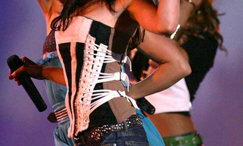 TOPPER LISTENE: Pussycat Dolls topper singellister over hele verden - også i Norge. Men det selges nå flere digitale musikkfiler enn singler på verdensbasis. FOTO: SCANPIX