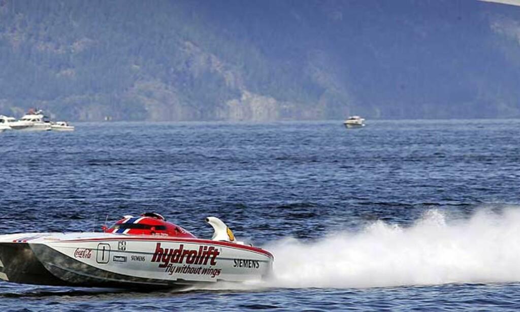 I TET IGJEN: Spirit of Norway, her i Trondheimsfjorden, har tatt tilbake ledelsen i VM. Foto: SCANPIX