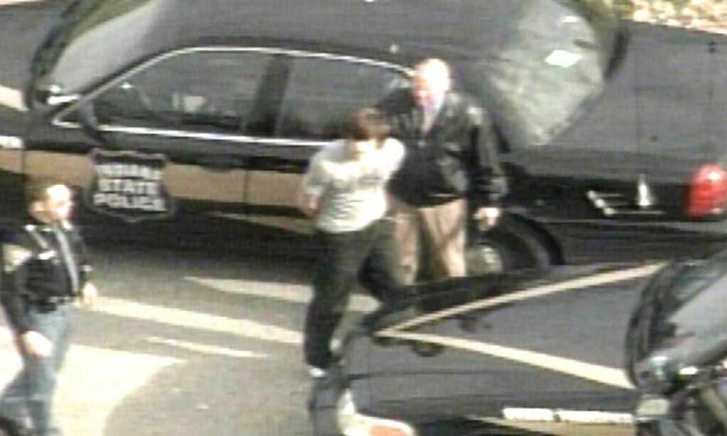 TATT:  Her ender flukten til David G. Ludwig. Halvannet døgn etter skytedramaet kjører han inn i et tre med politiet jagende bak seg. Foto: SCANPIX/REUTERS