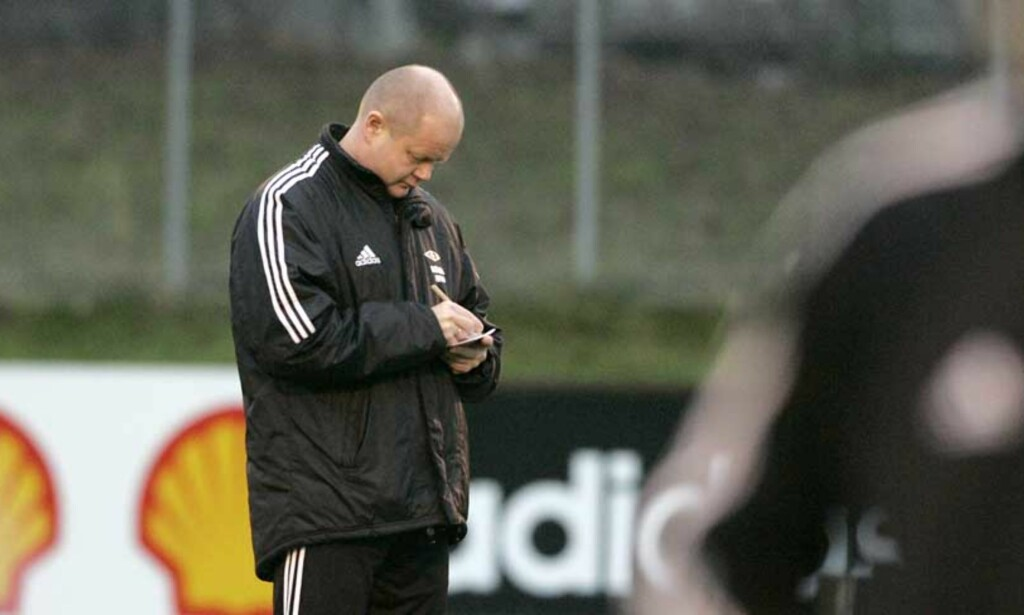 STUDERER:  RBK-trener Per-Mathias Høgmo.