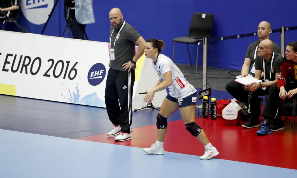 13 MINUTTER:. Ungarns trener Kim Rasmussen måtte se Nora Mørk og Norge vinne. Mørk fikk bare 13 minutter på banen.   Foto: Bjørn Langsem / DAGBLADET