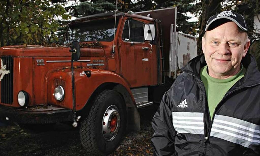 FÅR TILBAKE LAPPEN: Kjell kom tre uker for seint med legeerklæring og fikk beskjed om at han måtte kjøre opp på nytt for å få lastebillappen tilbake. Nå fjernes de stivbeinte reglene. Foto: Robert S. Eik