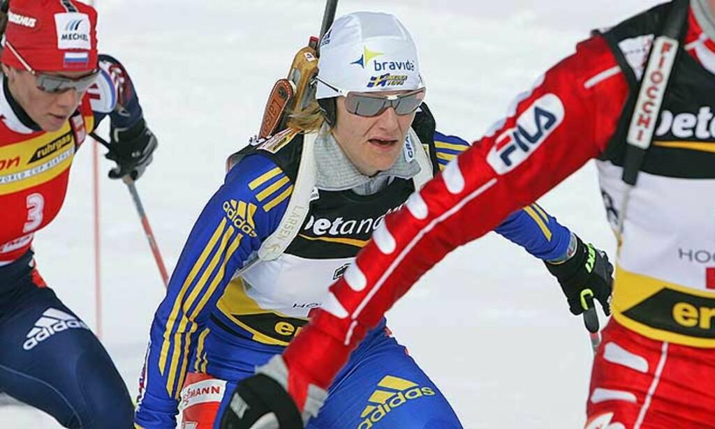 SVENSK TRIUMF: Anna Carin Olofsson gikk til topps i Hochfilzen på en svak dag for de norske skiskytterjentene. Foto: SCANPIX