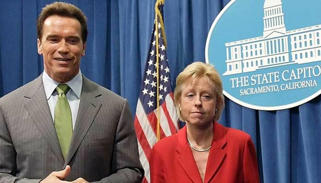 <b>I FERD MED Å BLI UPOPULÆR:</b> Schwarzenegger har skapt uro i det republikanske partiet, særlig etter at han utnevnte Susan P. Kennedy (t.h.), en demokrat, til sjef for sin stab. Foto: Kimberly White/Reuters