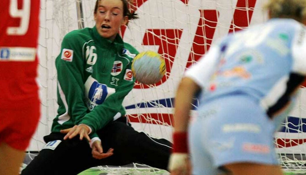 <B>STENGTE BURET:</b> Norges keeper Katrine Lunde storspilte med 22 redninger mot Slovenia i kveld. Foto: Scanpix