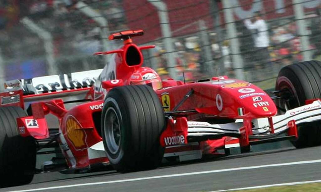 VIL TESTE: Michael Schumacher vil bruke vinteren til testing av bilen. Foto: Reuters/Scanpix