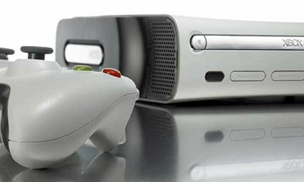 FRAGIL: Om du eier en Xbox 360, så vær forsiktig med den mens du spiller. Er du uheldig, kan spilldiskene skrapes opp og ødelegges om maskinen blir beveget på under bruk. Foto: Microsoft