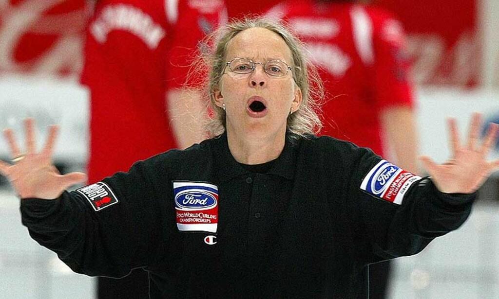 SJANSELØS: Norges skip Dordi Agathe Nordby kunne ikke hindre at Danmark stakk av med bronsen i curling-EM. Foto: REUTERS/SCANPIX