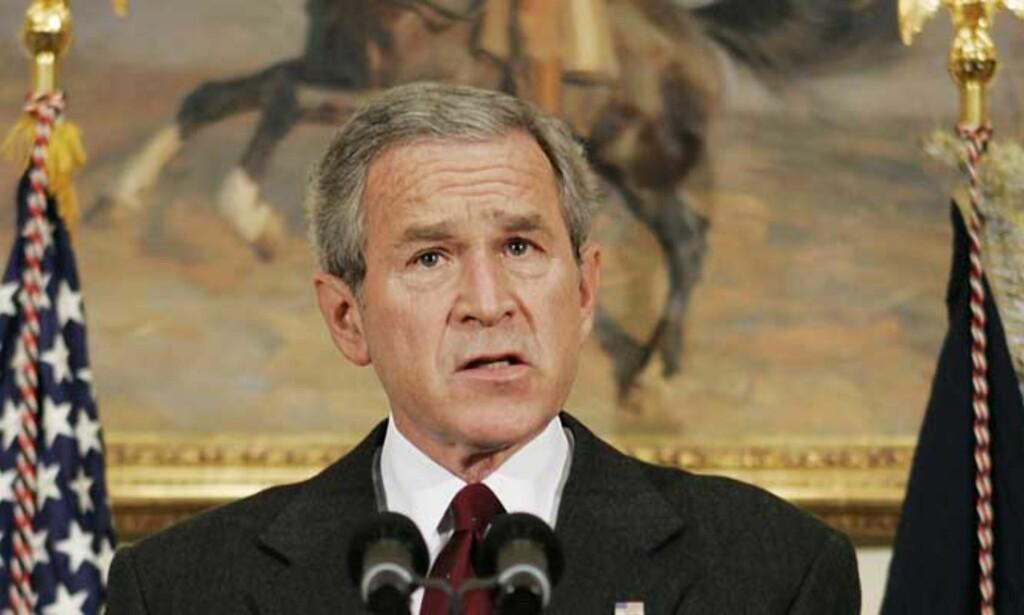 RADIO FRA ROOSEVELTS ROM: Presidenten innrømmet i radiotalen i dag, at han ga ordre om å overvåkning på amerikansk jord etter 11.september-angrepene. Foto: Scanpix