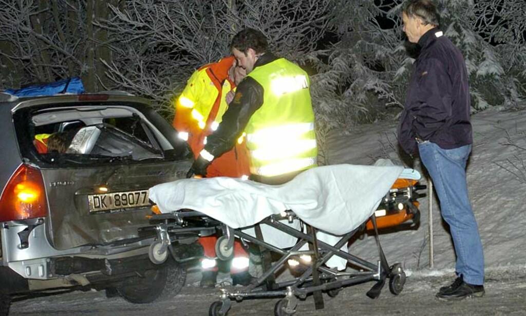 SÅPEGLATT I KVELD Utforkjøringer tettere enn hagl i dag, her fra Ullensaker sør for Gardermoen i kveld. Ambulanse ble tilkalt, men men ingen alvorlig personskade. FOTO: Truls Brekke