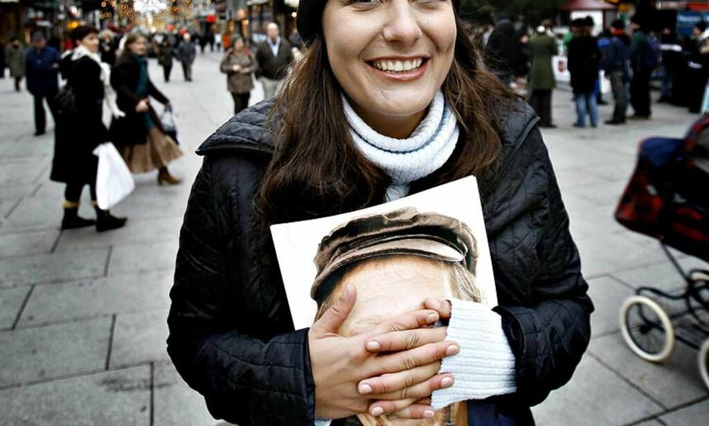SKYTSENGEL: Mange av selgerne omtaler Vibeke Omberg (30) som en reddende engel og en god samaritan. =Oslo, annerledes-magasinet med lekker design, er en oslosuksess med mening. Foto: Ole C.H. Thomassen