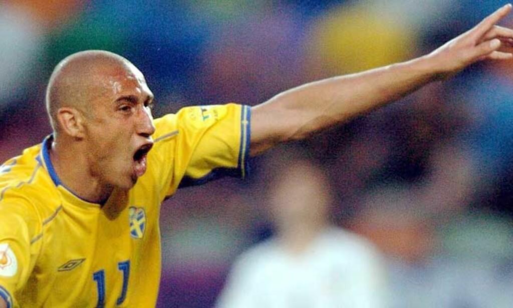 DU GAMLA, DU FRIA: Henke Larsson vil hjem til Sverige uansett hvem som kommer med tilbud, hevder agenten hans. Så da kan Tottenham kneppe igjen lommeboka. Foto: EPA/Scanpix