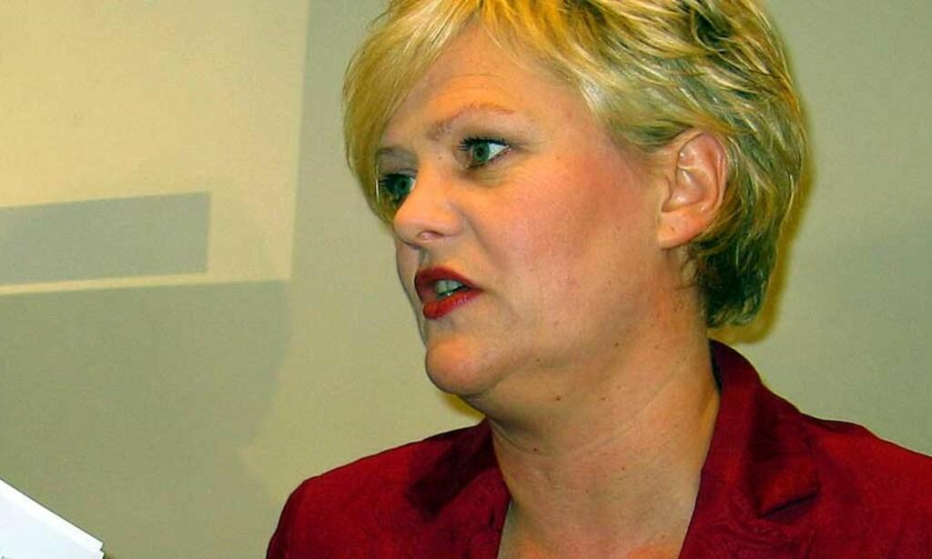 OPPRYDNING: Kristin Halvorsen offentliggjorde i dag at staten dropper investeringer i sju selskaper som deltar i produksjon av atomvåpen. Foto: Anne Marte Blindheim/ Dagbladet
