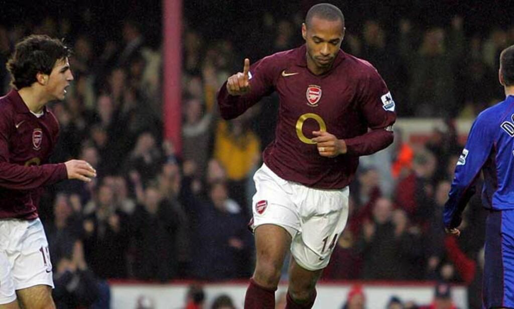 MÅL! Thierry Henry feirer et av sine tre mål mot Middlesbrough. Arsenal vant til slutt 7-0. Foto: GEOFF CADDICK/SCANPIX