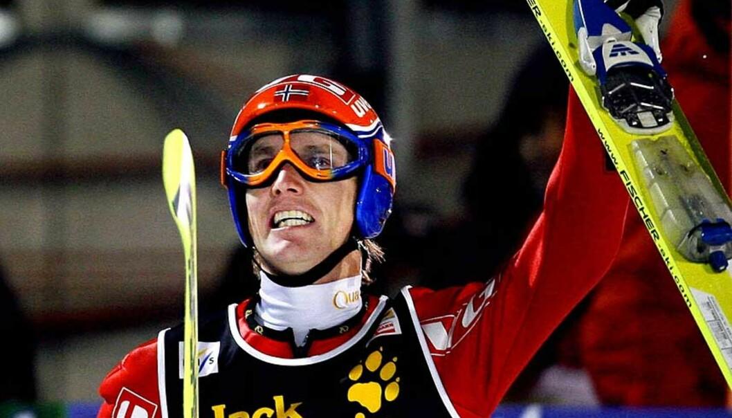 <b> SUKSESSFORMEL: </b>Norges beste hopper Roar Ljøkelsløy tror den beste formelen for å bevare formen, er å konkurrere. Derfor er han på plass i Sapporo i Japan i dag. Foto: Daniel Sannum Lauten