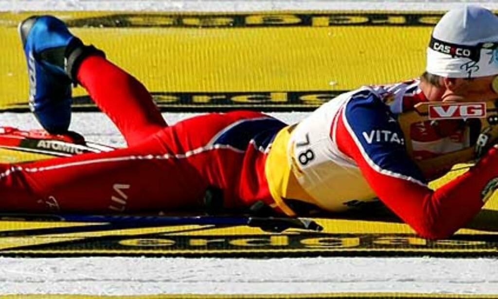 GIKK UT FØRST: Frode Andresen hadde 34 sekunder ned til nestemann på jakstarten. Fire bom ødela sjansene til en ny seier. Foto: Scanpix/Reuters