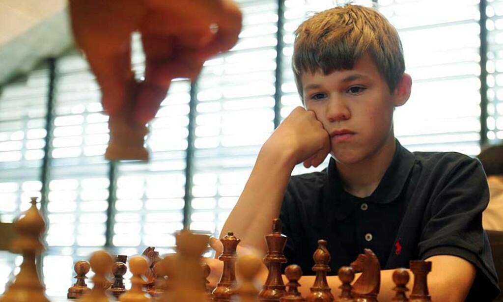 VANT: Magnus Carlsen reiste seg og sikret seg delt førsteplass i Nederland. Foto: Monika Flueckiger/AP/Scanpix