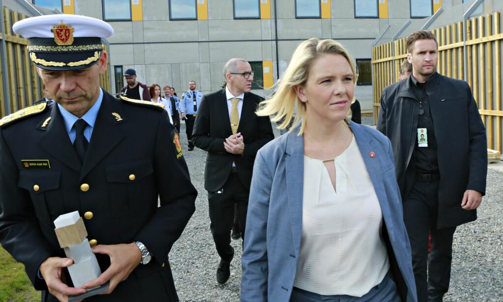 TRANDUM: Innvandrings- og integreringsminister Sylvi Listhaug utenfor Politiets utlendingsinternat på Trandum. Foto: Dan P. Neegaard / Aftenposten / NTB Scanpix