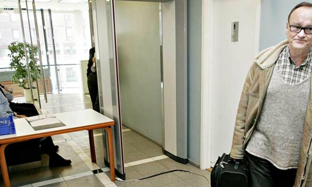 STARTER I DAG:  I dag starter Munch-rettssaken i Oslo tingrett. I går var advokat Sverre Næss på plass med saksdokumenter. Foto: Jon Terje H. Hansen
