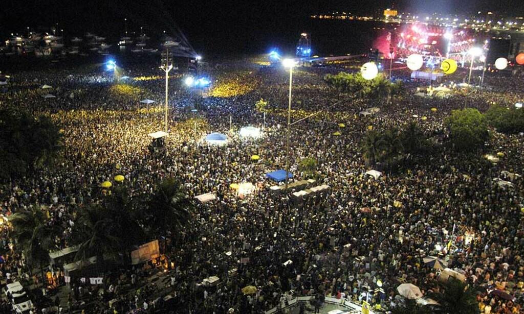 SLIK SER DET UT  på Rios paradestrand Copacobana når en million Stones-fans møter opp. FOTO: Scanpix/Reuters.