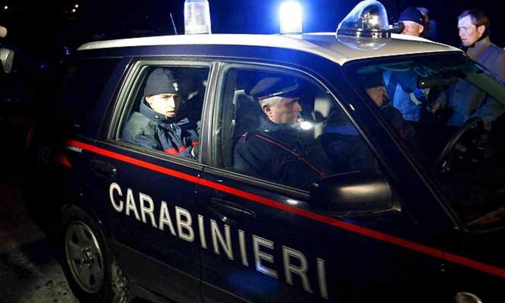 RAZZIA: Italiensk politi raidet den østerrikske leiren og tok med seg langrennsløpere og skiskyttere til dopingprøve. Foto: EPA/Scanpix