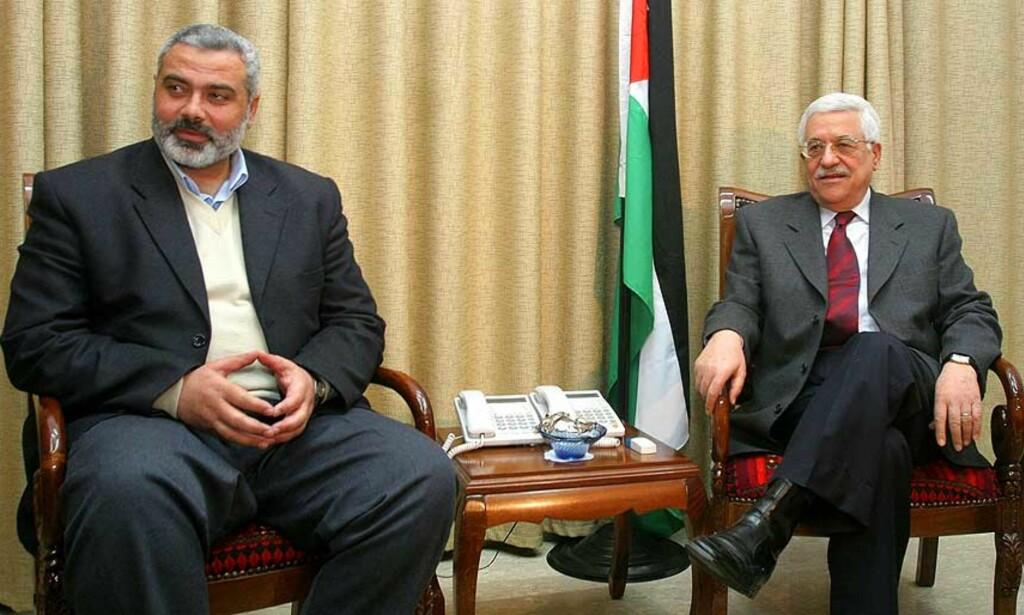 TOPPMØTE: President Abbas og kommende statsminister Haniyeh under møtene i Gaza i dag. Foto: Scanpix/Reuters