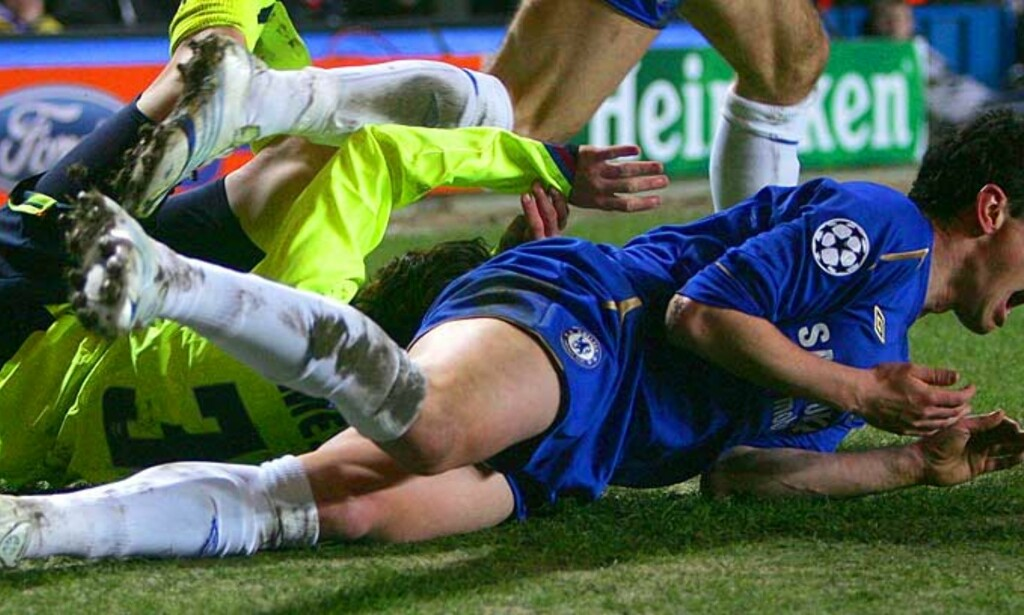 UTVIST: Asier Del Horno ble utvist for en takling på Lionel Messi. Foto: REUTERS