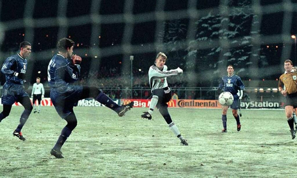 FINESTE MÅL:  Her dundrer Brattbakk inn 2-0 mot Real Madrid i 1997. Foto: Arnt E. Folvik