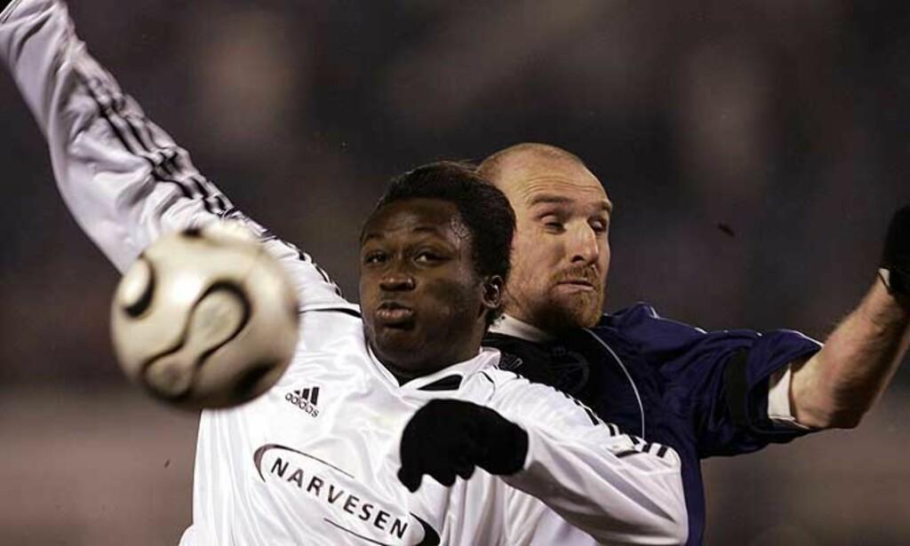 MATCHVINNER: Yssouf Kone, her i duell mot Erik Hagen under kampen mot Zenit, scoret det eneste målet i Rosenborgs treningskamp mot Brann i kveld. Foto: Scanpix