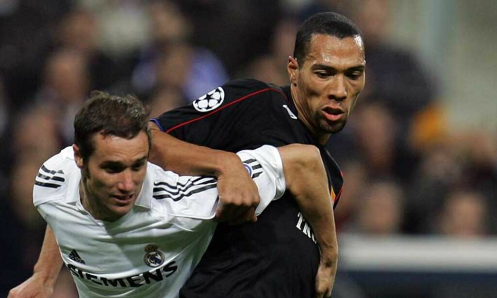 FÅR SKRYT: Juventus-stjerna Patrick Vieira har mye pent å si om Lyon-spissen John Carew. -  John er en virkelig god og talentfull spiller, sier Vieira. Her er Carew i duell med Real Madrids Ivan Helguera. Foto: Reuters/Scanpix