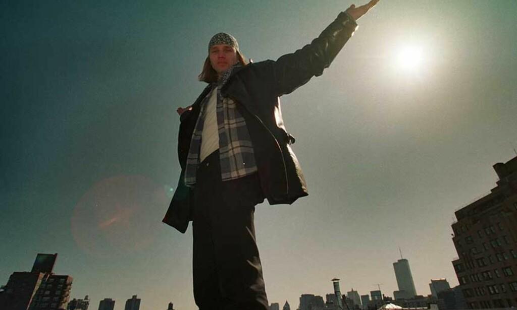 Her er Aune Sand i New York, på taket der han filmet «Dis». Foto: Tore Bergsaker