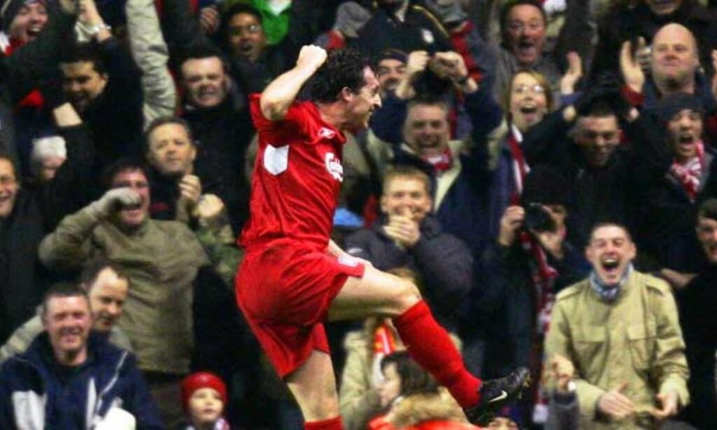 SÅ GLAD BLE FOWLER: I hans niende Liverpool-kamp etter hjemkomsten lyktes Robbie Fowler foran mål. Foto: REUTERS