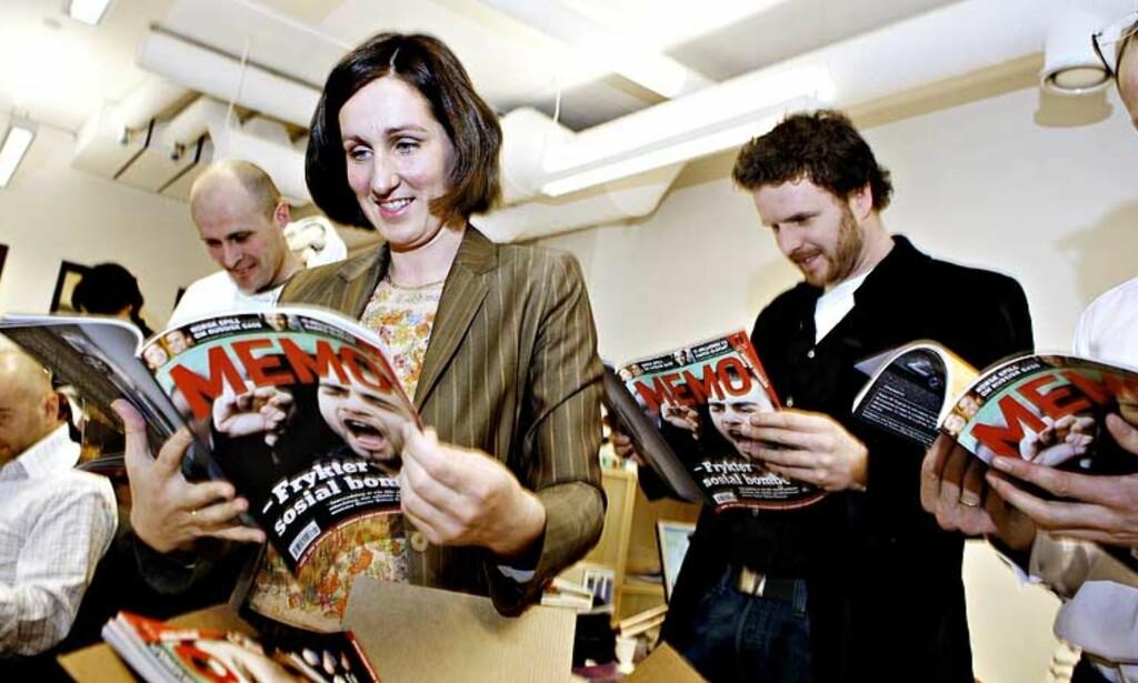 FØRSTE LESNING:  Memo-redaktør Kristine Moody og hennes stab fikk første nummer fra trykkeriet i går formiddag.