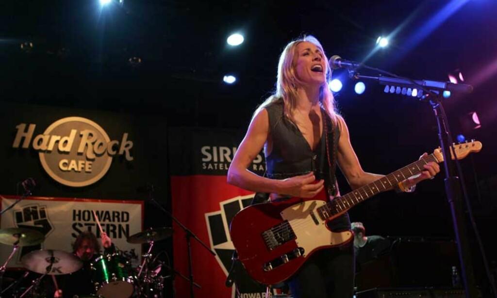 Ut på tur: Sheryl Crow er frisk nok til å annonsere nye konsertdatoer. Foto: AP/Scanpix