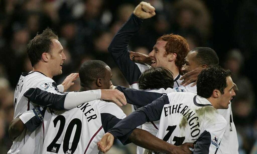 GLEDE: West Ham-spillerne feirer etter det andre av lagets to mål mot Manchester City. Foto: Jon Super/AP/Scanpix