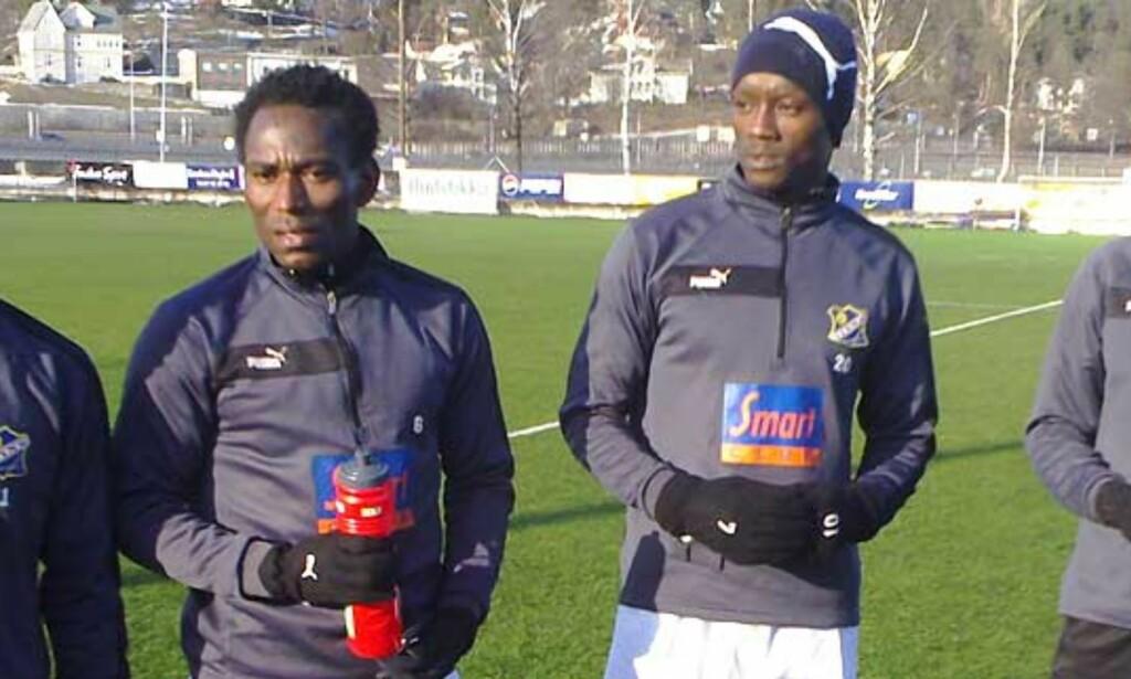 PÅ PRØVE: De fire nigerianske spillerne skal trene med Lyn fram til mandag. Foto: STIAN HARALDSEN