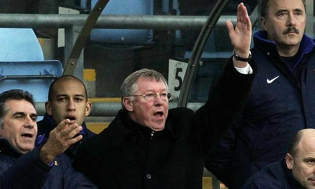 FORDEL FOR FILMERNE: Alex Ferguson mener regelverket straffer tøffe taklere og favoriserer de som filmer. Foto: Reuters/Scanpix