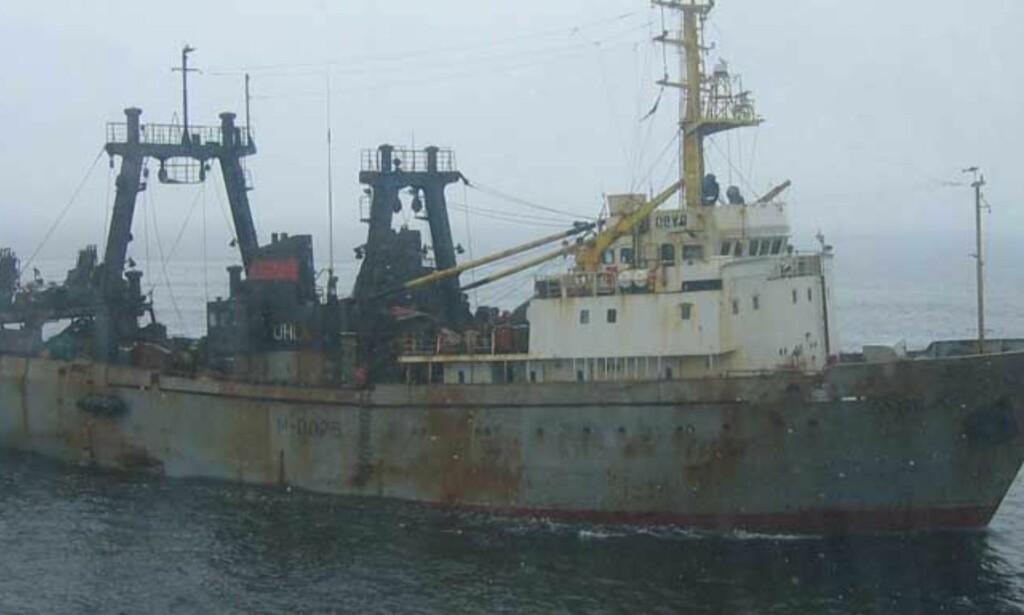 SATT I ARREST: Den russiske tråleren «Obra» ble i dag oppbrakt for ulovlig fiske i nørsk økonomisk sone. Foto: KV Nord