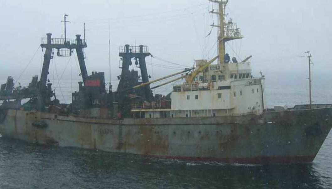 <b>SATT I ARREST:</b> Den russiske tråleren «Obra» ble i dag oppbrakt for ulovlig fiske i nørsk økonomisk sone. Foto: KV Nord