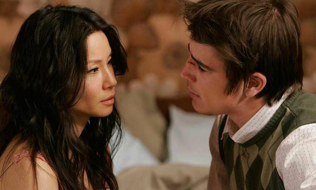 Blodige scener: Lucy Liu og Josh Hartnett. Hartnett for anledningen med brukket neste. Foto: FILMWEB