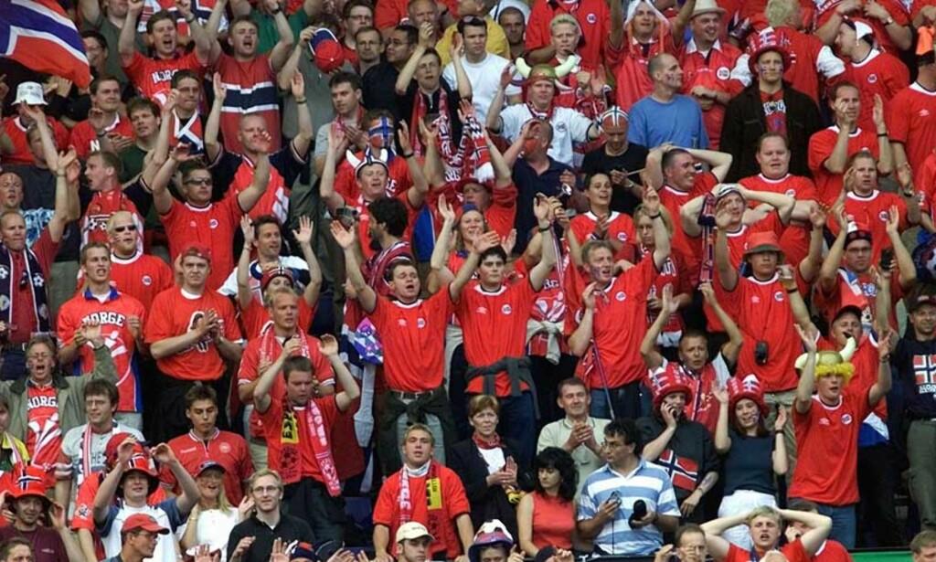 FOLKEFEST: Både Fremskrittspartiet og Arbeiderpartiet ser for seg en folkefest hvis Norge og Sverige klarer å arrangere et fotball-EM i fellesskap. Foto: SCANPIX